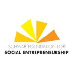 Logo Der Schwab Foundation Mit Gelb Orangenen Dreiecken Und Dem Titel Social Entrereneurship